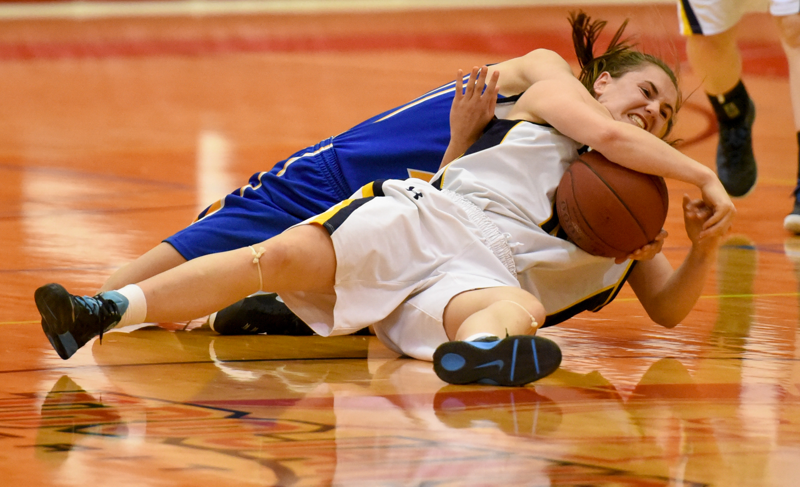 Basketball Battle: UBC Okanagan Heat post Robyn Aulin-Haynes wrestles the ball away from an attacking Saint Mary's University Lightning player during a exhibition game at the SAIT Campus Centre gym. The Heat defeated the Lightning 84-34. (Photo by Kenneth Appleby/The Press)