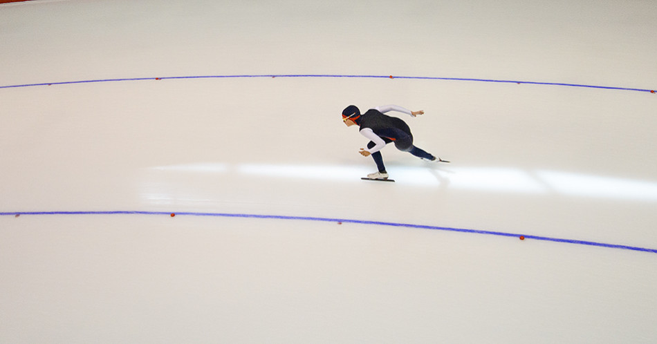 Rounding the Corner: Canada's Jeslyn Chantler from Ontario competes in 1000m long track women's event at the Fall Classic speed skating competition hosted at the Olympic Oval in Calgary on Saturday, Sept. 26, 2015. Skaters from all over the world came to compete in this three-day long tournament. (Photo by Chelsea Lees/The Press)