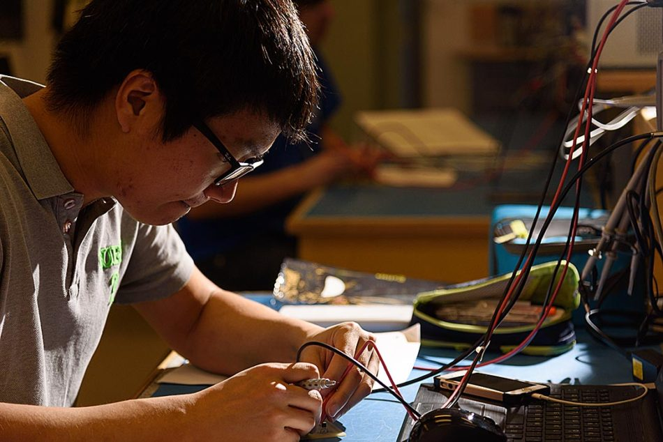 Wired:Sug Jun Park works on an assignment during his class in the electronics engineer technology program in the John Ware Building at SAIT in Calgary on Thursday, Feb. 16, 2017. Park's assignment was finding which terminal can allow flow current through a diode. Park is a international student from Korea. After Park graduates he plans a career related to telecommunications. (Photo by Will Geier/The Press)