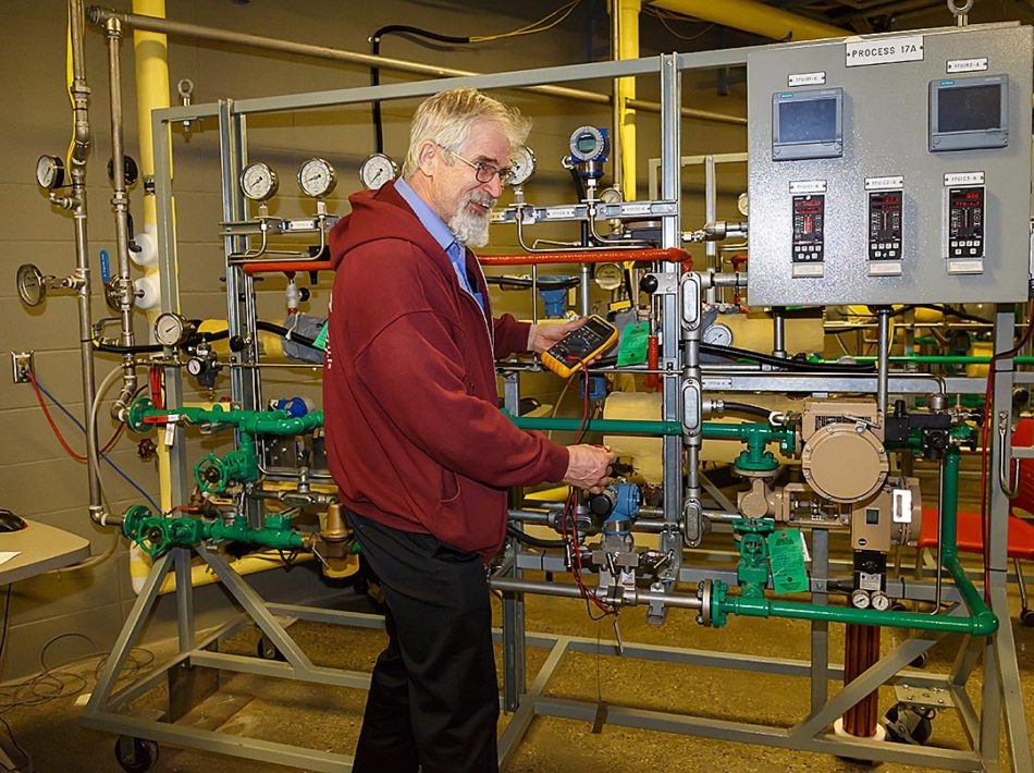 : Instrumentation engineering technology instructor Edward Bons leads a flow measurement lab in the Johnson-Cobbe Energy Centre at SAIT in Calgary on Thursday, Feb. 16, 2017. Bons has been an instructor at SAIT for 15 years. (Photo by Chelsey Harms/The Press)